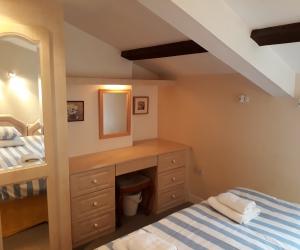 Backbedroom2
