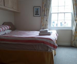 front_bedroom1